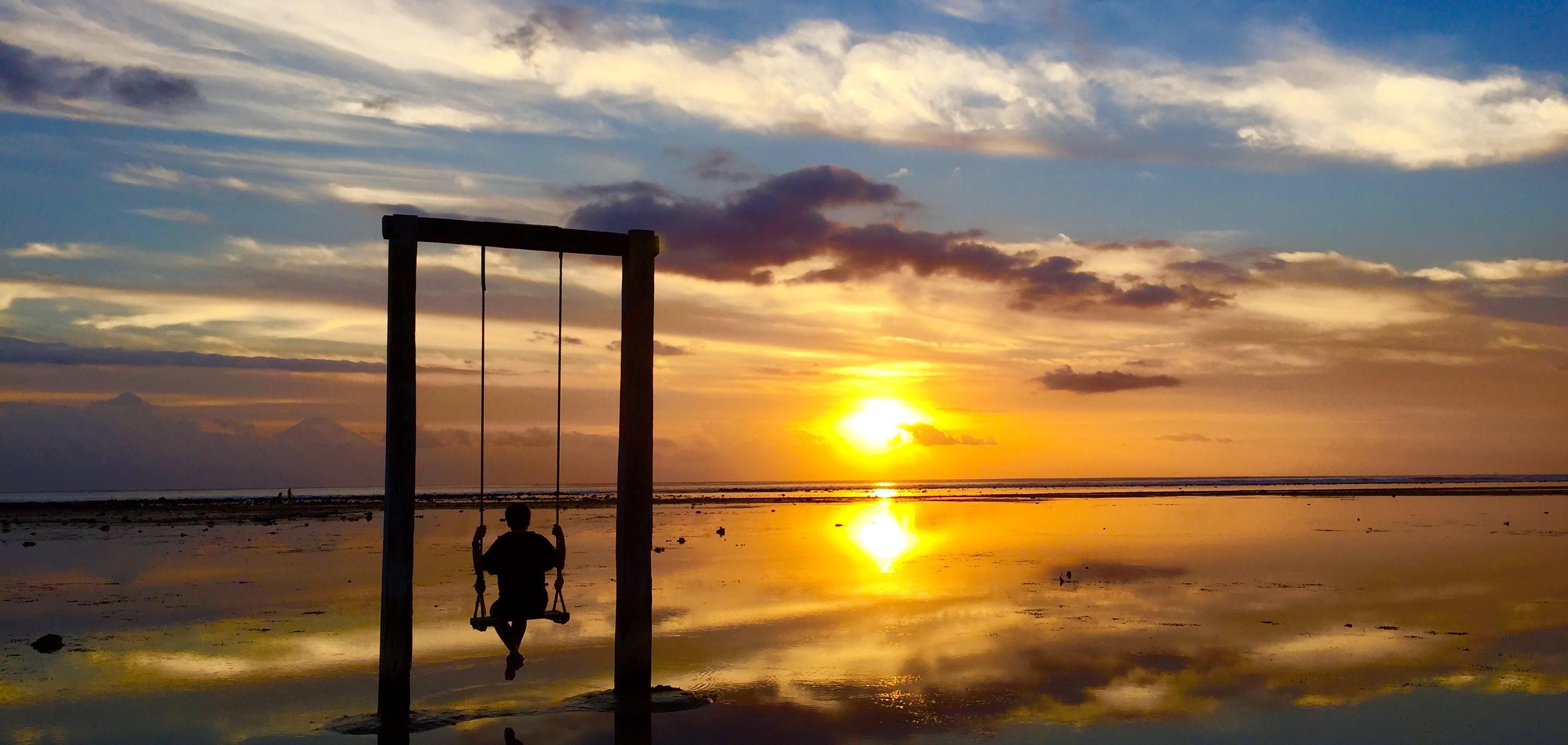 Je cherche pour moi-même une douceur d'être qui soit à l'image de mes inclinations sincères et je l'ai trouvée aussi loin que je le pouvais, sur une île d'Indonésie...